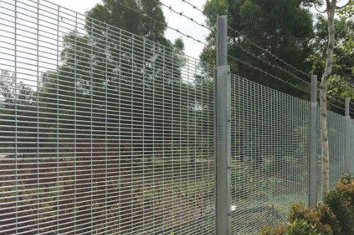 Safe and secure anti-climbing fence by Brooklynz fencing contractor Singapore